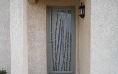 Une porte d'entrée très design