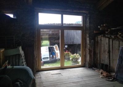 g-pose-porte-fenetre-renovation-grange-lapendry-menuiserie2