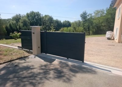 Pose-portail-motorise-lapendry-menuiserie-loire-montverdun