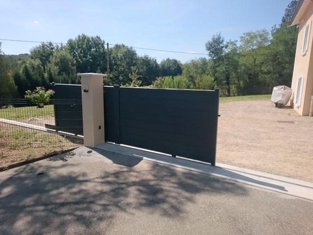un portail motorisé : un vrai confort au quotidien. L'entreprise Lapendry vous conseille, vous installe portail et porte de garage motorisés à vos mesures