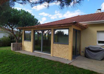 création d'une véranda par la menuiserie Lapendry devenue une nouvelle pièce à vivre dans la maison